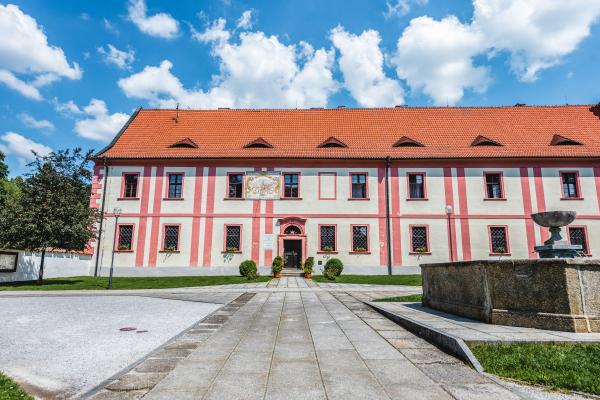 Fotografie k Budova děkanství