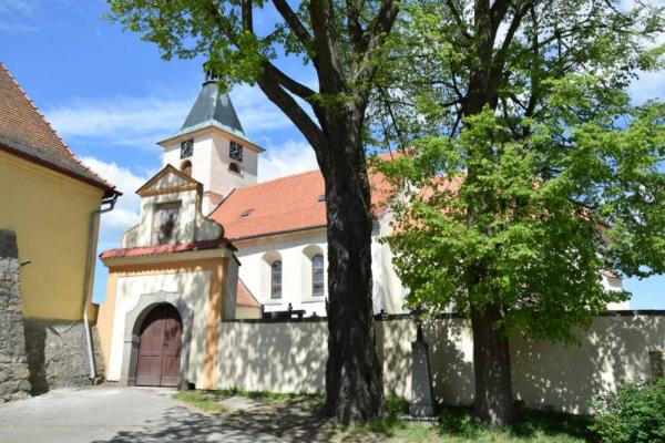 Fotografie k Kostel Všech svatých